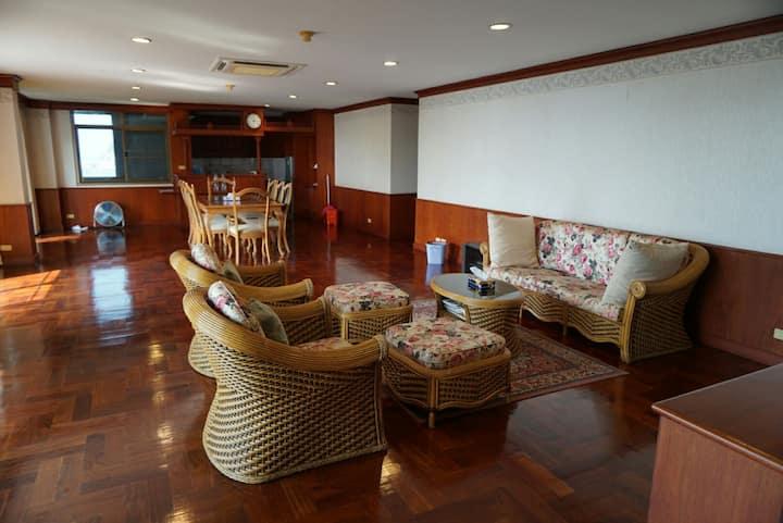 spacious 3bdr condo near Pattaya