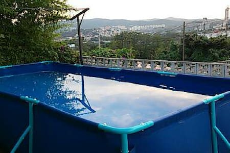 Alquiler habitación en casa de montaña con piscina - Montcada i Reixac - Casa