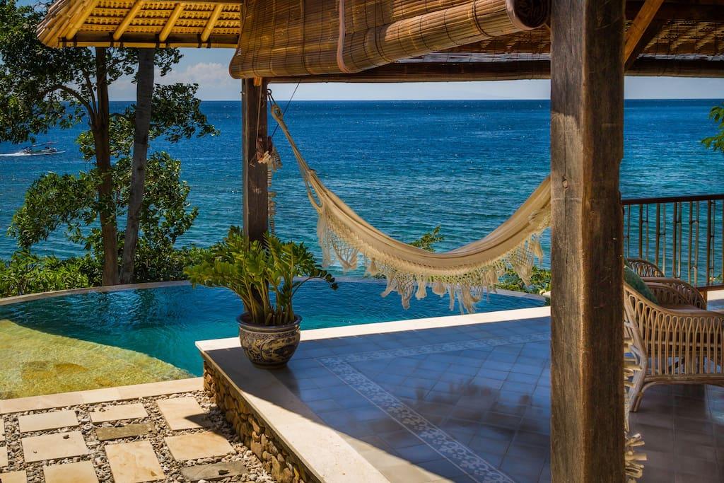 Pool & hammock - chill