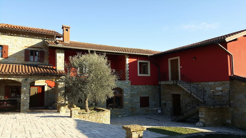 Guest House Red Fairytale in Marezige - Marezige - Apartment