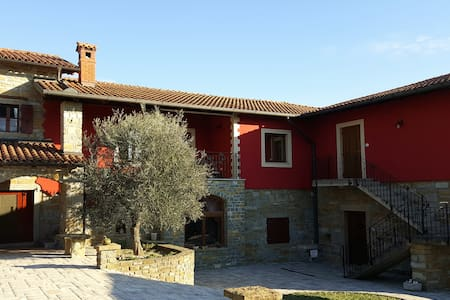 Guest House Red Fairytale in Marezige - Marezige - Apartemen