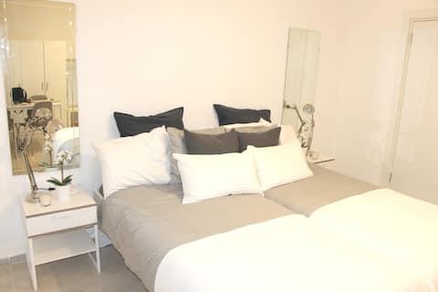 Lev Hashemesh - Modern Sleek Guest Suite
