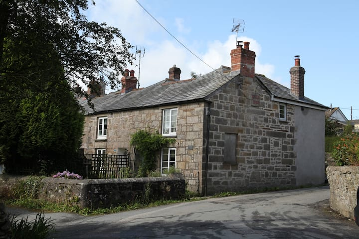 Kornella. A rural Victorian Cornish cottage