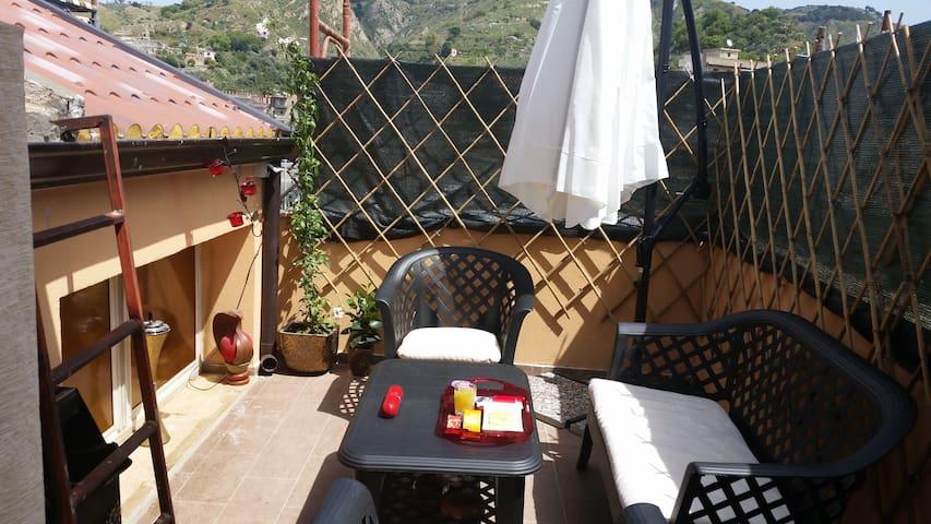 Romantico monolocale con veranda e terrazza