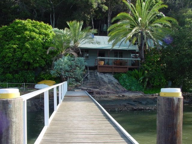 MARRA RETREAT . Waterfront w Jetty. ARRIVE BY BOAT - Berowra Waters - Bungalow