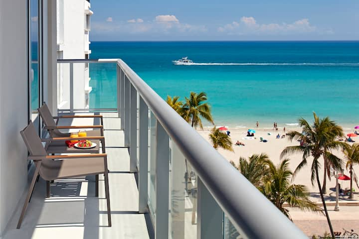 Luxury one bedroom apt at Hollywood beach resort