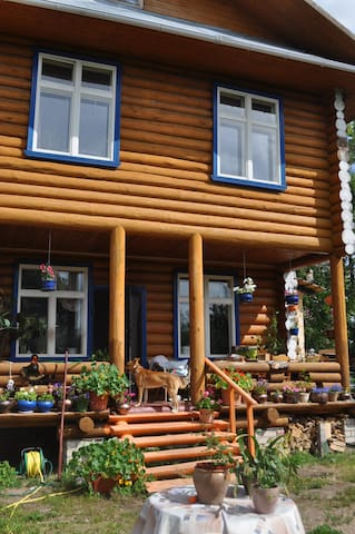 Log house in the centre of the town. - Vyshniy Volochek - House