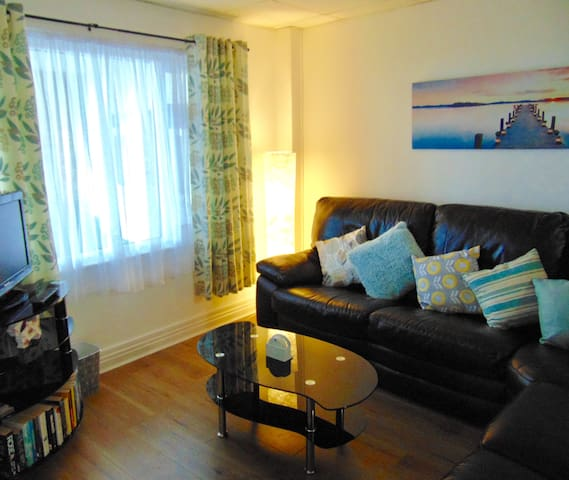 Cosy ground floor, one bedroom seaside apartment
