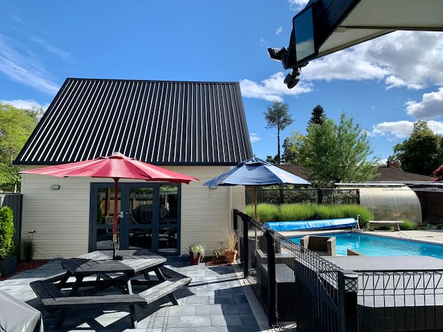 R&R by the pool  Private Unit in Sunny Cromwell