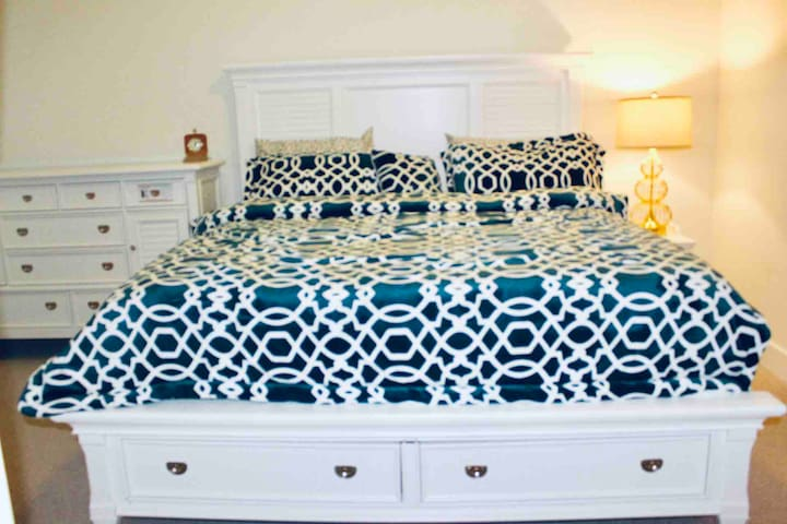 King Size Detailed Luxury Bedroom