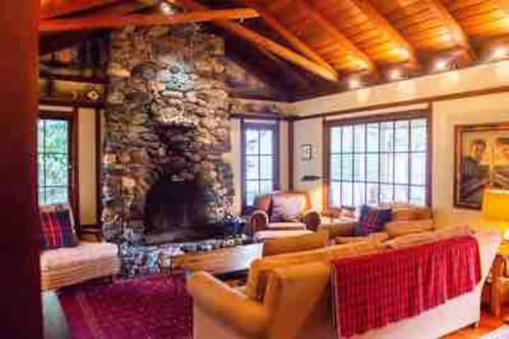 Monte Rio Russian River home with great fireplace