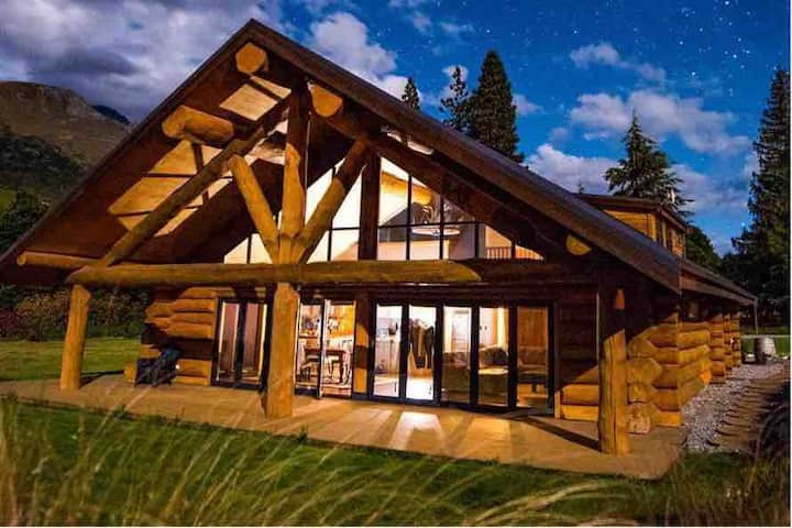 Unique Modern Log Home | Great Views | Mtn Luxury