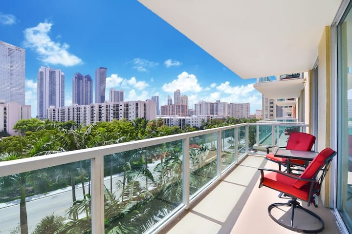 Spacious 1 BR Sunny Isles w/ City View