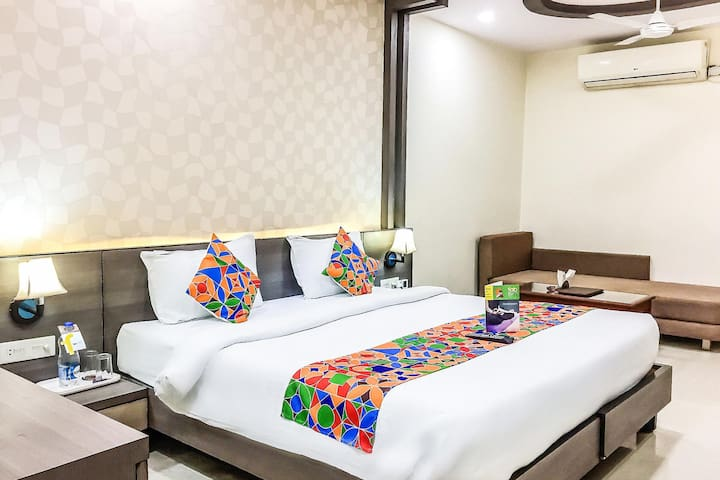 Vibrant Deluxe Stays nearest to the Bhopal Junction Railway Station