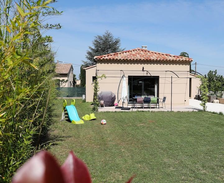 Confortable villa avec vue sur le Luberon