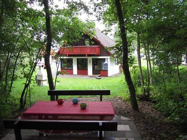 Ferienhaus für 6 Personen am Badesee mit Waldrandlage