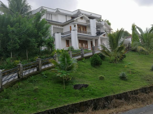YOUR LUXURY STAY IN WAYANAD