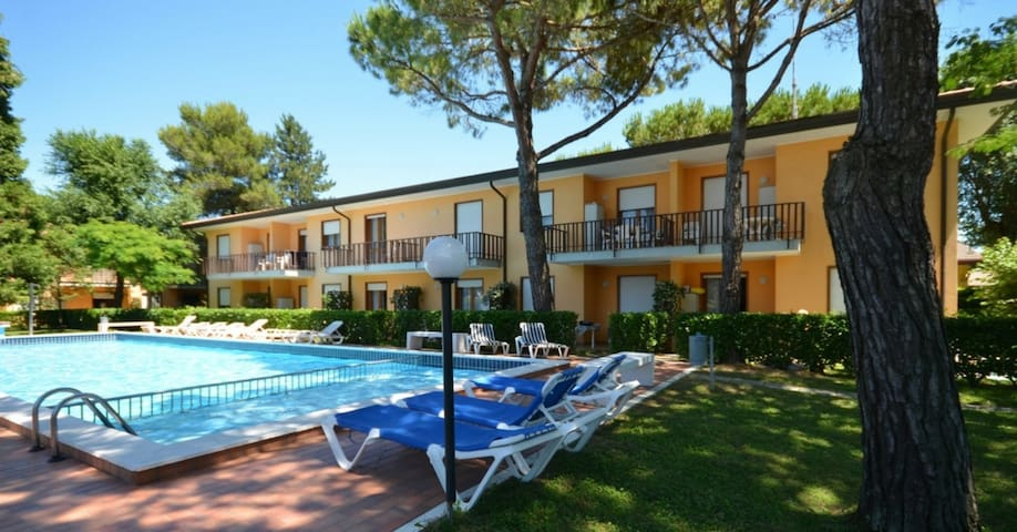apt for 4+2 persons with pool in Bibione R25649