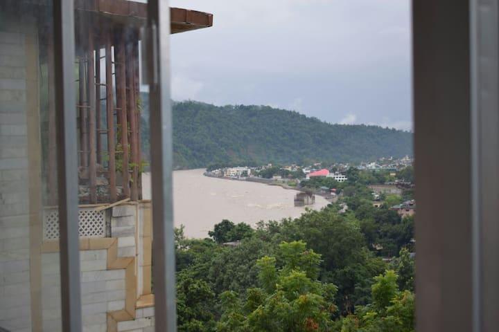 2 BR luxurious Rishikesh flat/ partial Ganga view
