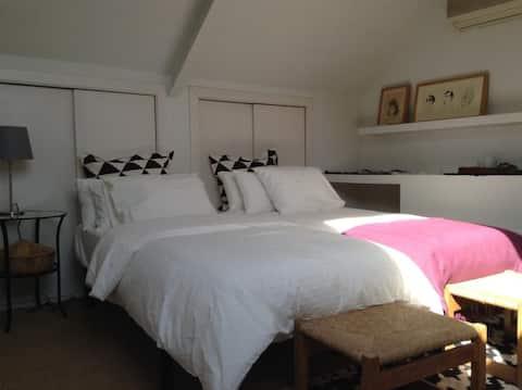 Confortable Room with bathroom en suite