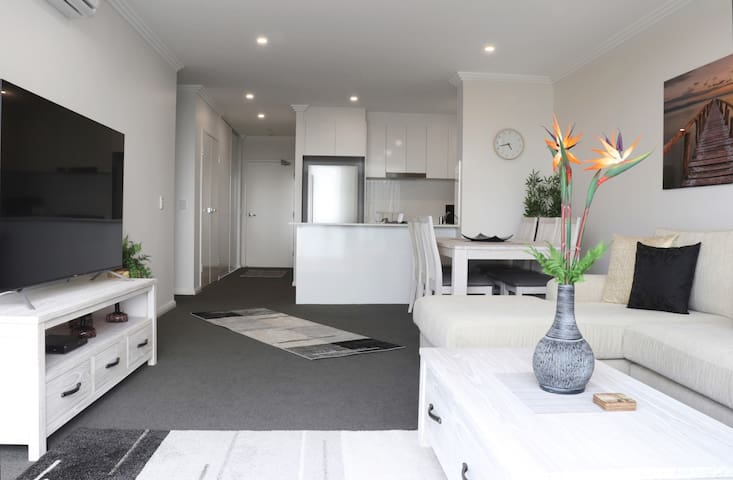 Brand New & Spacious  Penrith CBD 2BR  Apartment
