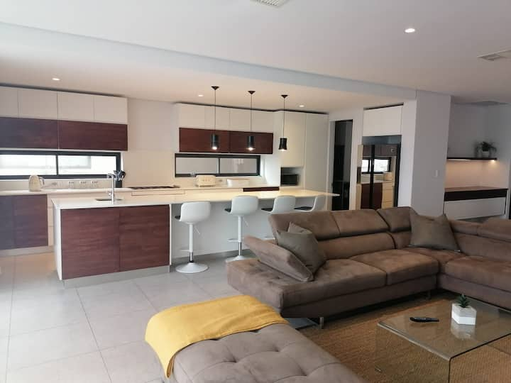 4 Bedroom Holiday Home with Private Pool - OCE416