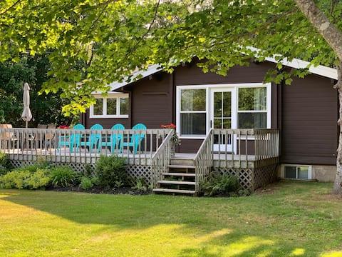 """Western Cedar"" Log Cottage in Cavendish"