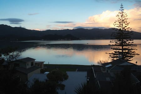 Beach Front Wyuna Bay, Coromandel Town Apartment