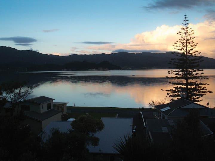 Beach Front Wyuna Bay, Coromandel Town Apartment