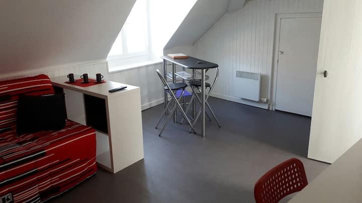 CHARMANT PETIT STUDIO DE VILLE