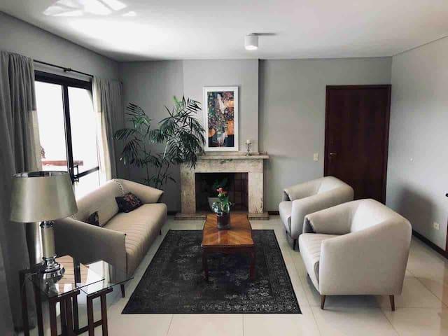 Hermoso departamento de 3 habitaciones carmelitas