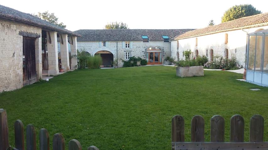 chez Jean - Gond-Pontouvre - Guesthouse