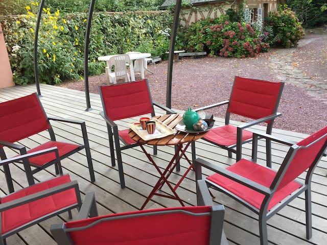 Terrasse, accès par l'espace salon/cuisine