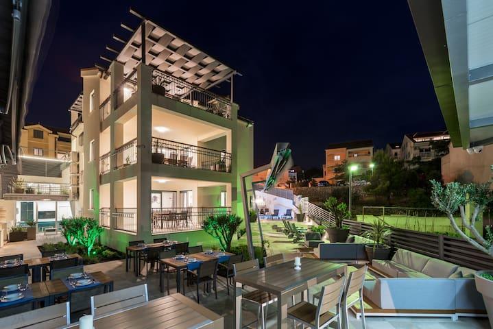 C1 · NEW - Premium apartment/garden view with terrace