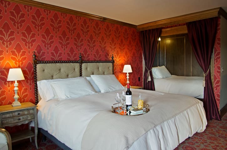 The Red Executive Room at The Mill Inn - Lynden