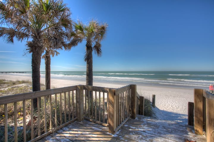 """Beach Daze"" - Beautiful 3 BR/2BA Oceanfront Condo"