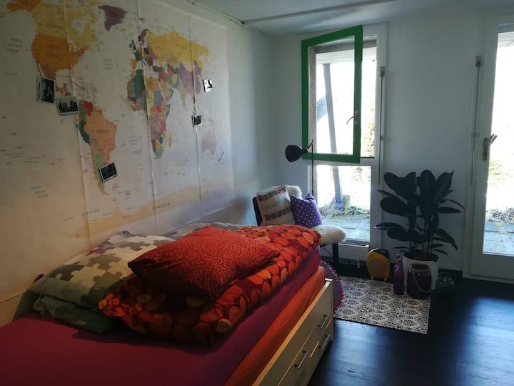 gemütliches Zimmer mit eigenem Eingang und Bad