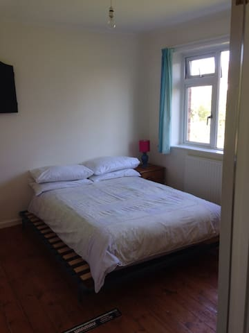 Cosy two bedroom with a garden view. - Devizes - Bed & Breakfast
