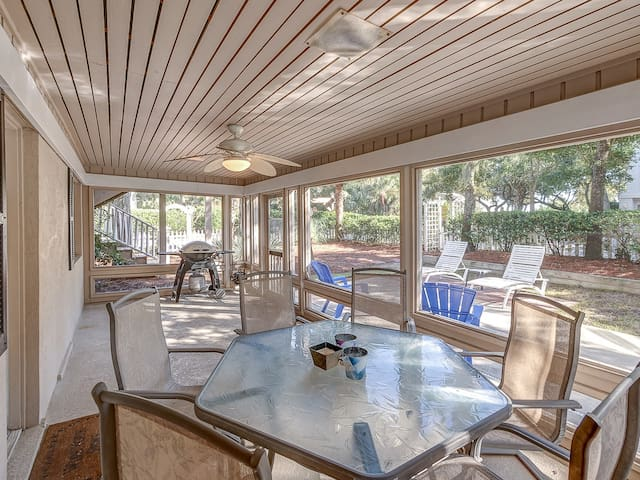Screened Porch off Pool Deck at 16 Ibis Street