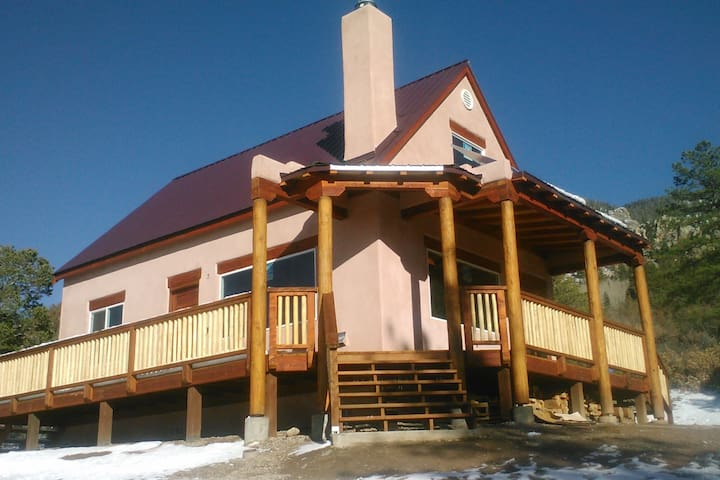 """El Refugio"" Exquisite Mountain Cabin - Questa"