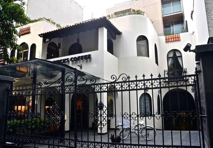 AR 218 HOTEL CONDESA CDMX