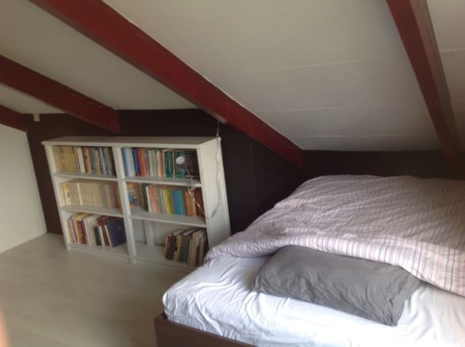 Bedroom with a bed of 140*200
