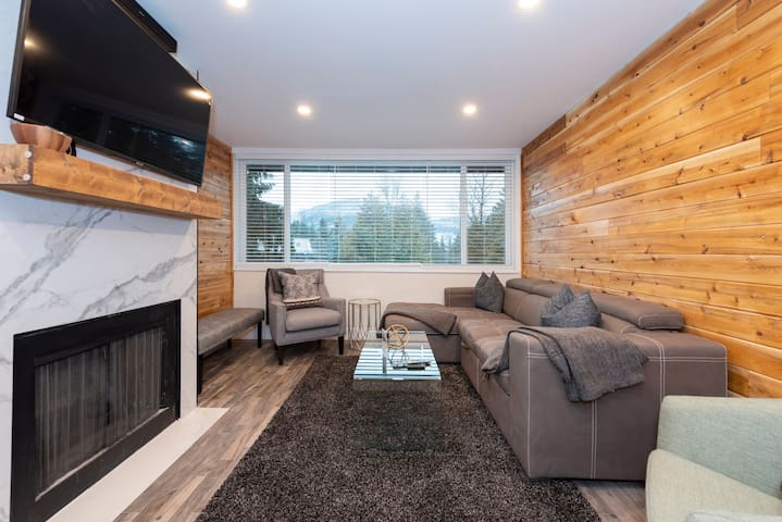 """Plenty of seating, 60"""" flat screen, deluxe cable with PVR + netflix"""
