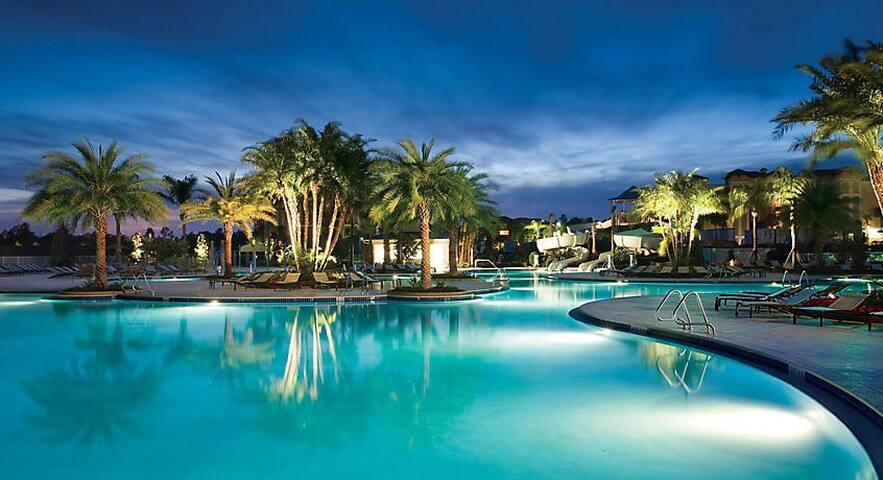 Gorgeous 2BR/2BA Resort- Pools- 15min from Disney