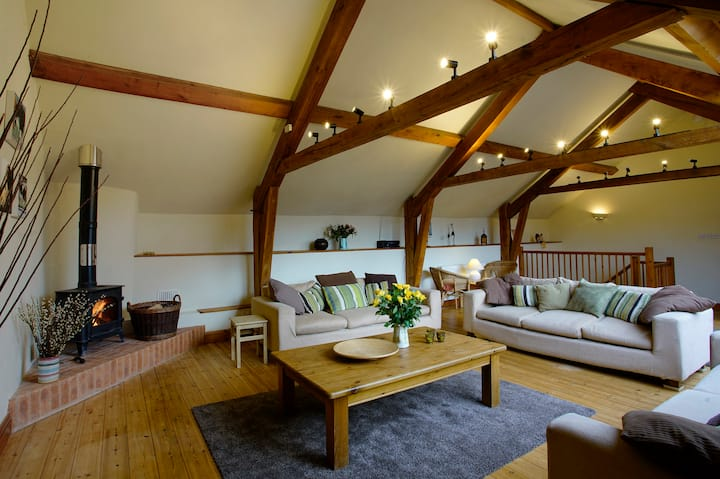 Brimbles - Spacious Barn with Private Indoor Pool