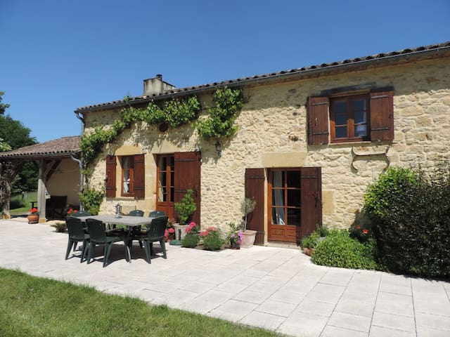 Beautiful farmhouse with private heated pool - Beaumont-du-Périgord - Dom