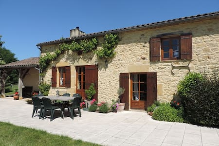 Beautiful farmhouse with private heated pool - Beaumont-du-Périgord - Casa