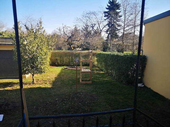 Private ground floor unit, 45m2 (train RER A)