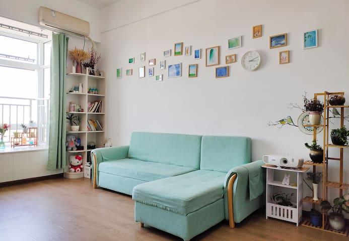 市中心·家乐福旁loft温馨精致·Music/Video投影民宿