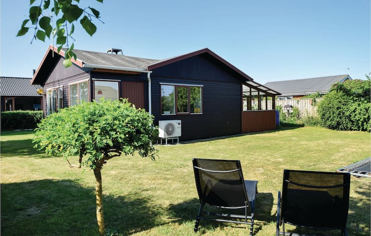 Holiday cottage with 3 bedrooms on 64m² in Juelsminde